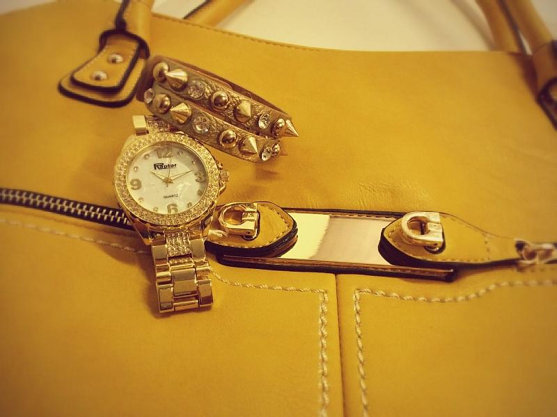 Damenhandtasche mit Raptor Damenarmbanduhr und Wickelarmband im Style Trend 2014
